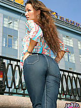 Long haired hottie pulls off her tight ass jeans in public