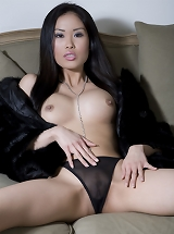 Davon Kim - Asian queen of beauty Davon Kim shows up totally nude